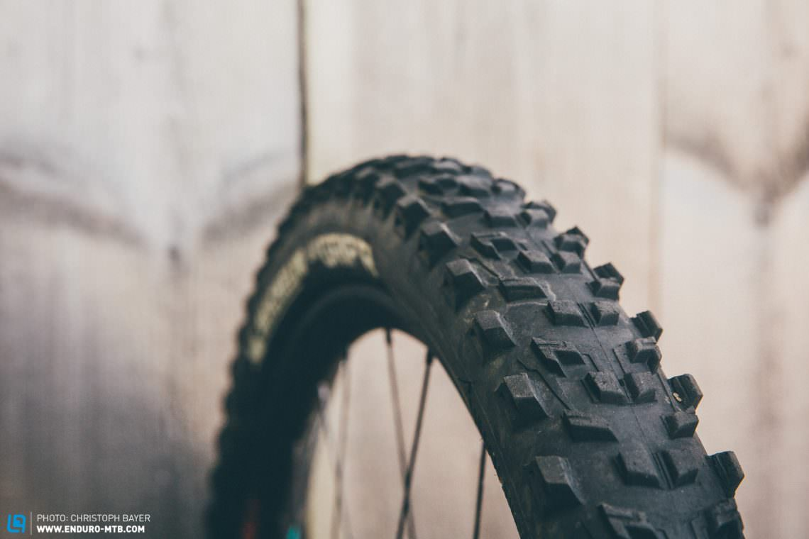 88aaca2e09f Black Gold – 8 enduro tires tested in the lab and on the trails ...