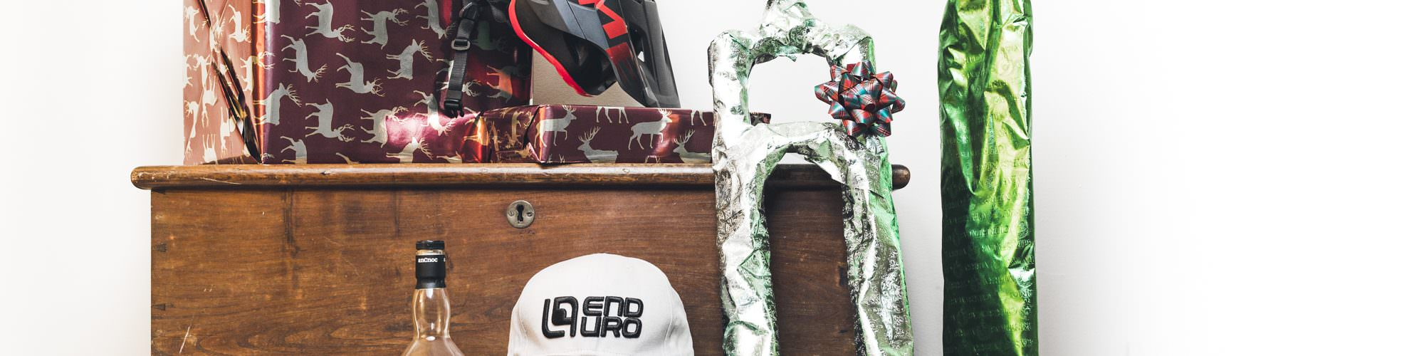 The arch climbing christmas opening gifts
