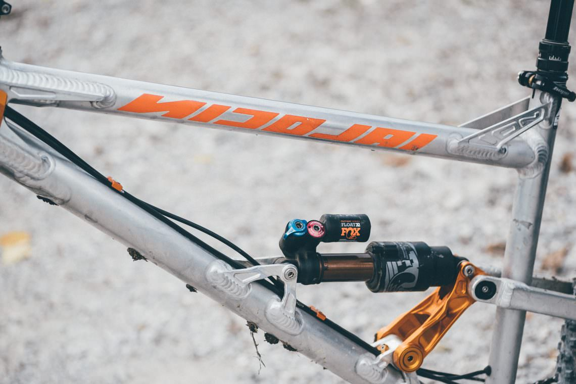 Long tubes in the frame are a characterizing element of the bike.