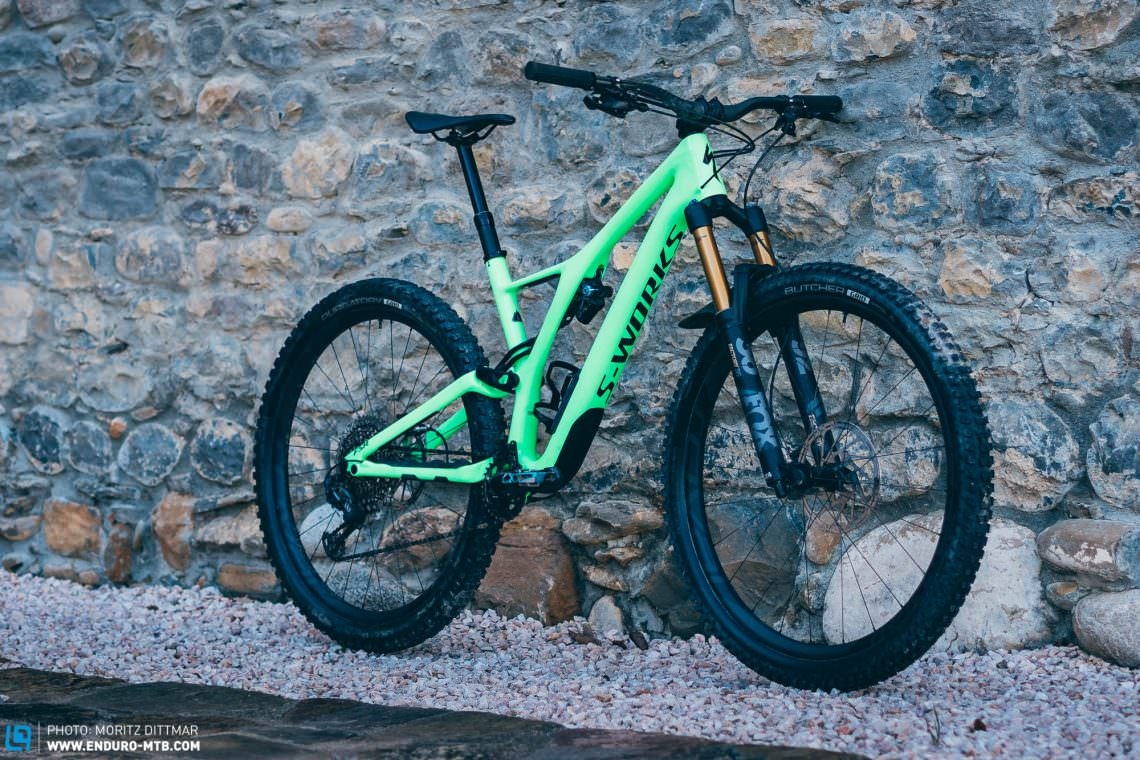 7e06270cc8f The Stumpjumper 2018 introduces itself with an asymmetrical frame and a  radical new look but still maintains its original character.
