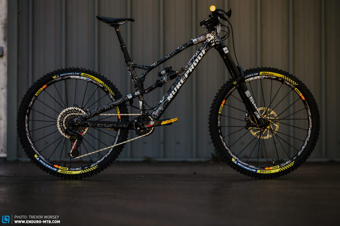 926a95f9764 Sam Hill's medium Nukeproof Mega 275c is the fastest bike in enduro, and  has a custom paint job that demands attention.
