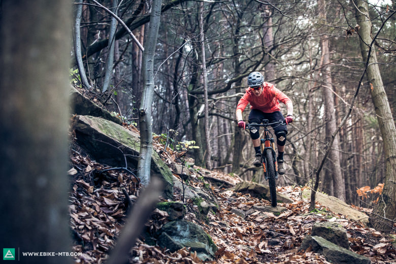 Thanks to the great suspension rock drops and rock gardens can be ridden with lots of speed
