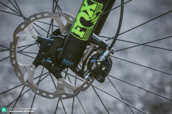 No-Go Smallish rotors and heavy E-MTBs are not ideal bed partners. Our tuning tip: go for 200 mm rotors straightaway. With a lot more in reserve on long descents, they're key to more fun and safety.