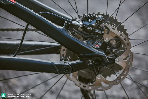 Variable Using variable inserts in the chainstays, the length of the rear end (and therefore the bike's handling) can be altered to suit the rider when using 27.5″ wheels. Plus-size tires will need the longer length.