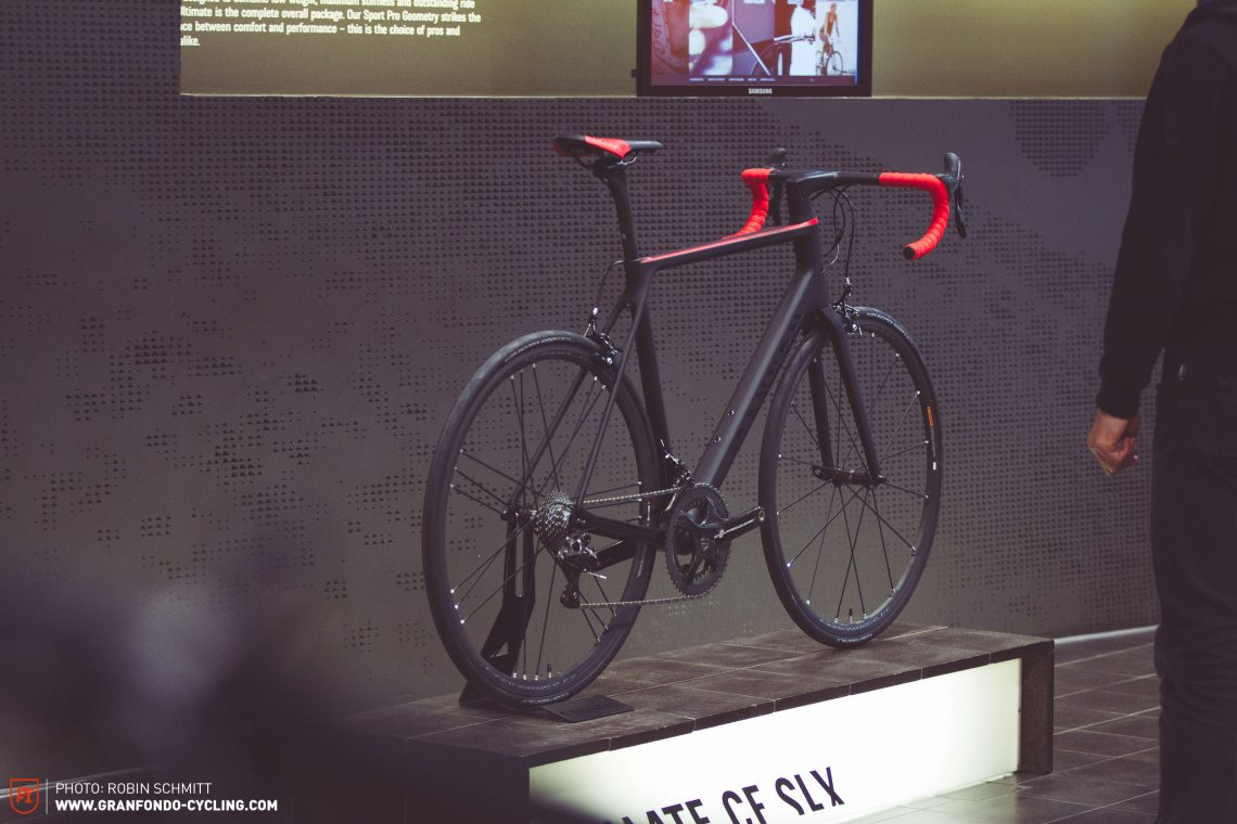 Das Canyon Ultimate CF SLX im Showroom von Canyon.